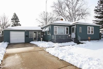 Kenosha Single Family Home Active Contingent With Offer