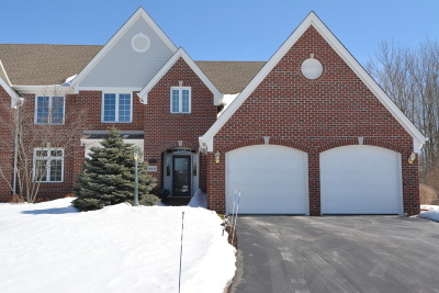 Ozaukee County Condo/Townhouse Active Contingent With Offer: 10630 N Hidden Reserve Cir