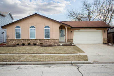 Kenosha Single Family Home Active Contingent With Offer: 5306 Adams Rd