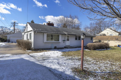 Single Family Home Active Contingent With Offer: 3337 W Grange Ave