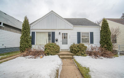 West Allis Single Family Home For Sale: 7935 W Becher St