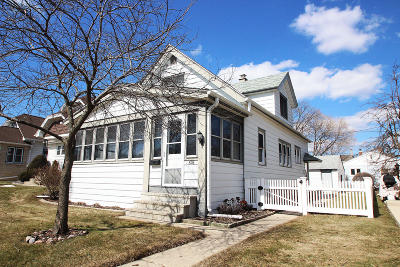 Milwaukee Single Family Home For Sale: 826 E Wilbur Ave