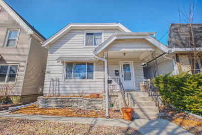 Milwaukee County Single Family Home For Sale: 2729 S Howell Ave