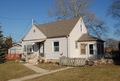 Milwaukee Single Family Home Active Contingent With Offer: 424 E Howard Ave
