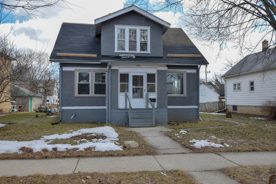 Milwaukee Single Family Home For Sale: 5670 N 38th St