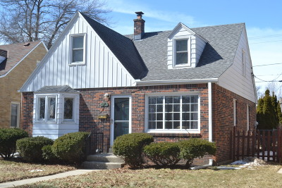 Milwaukee Single Family Home Active Contingent With Offer: 3015 N 85th St