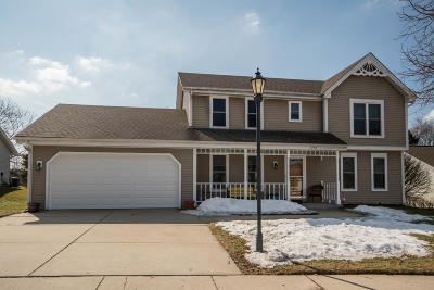 Waukesha Single Family Home Active Contingent With Offer: 2753 Brighton Dr