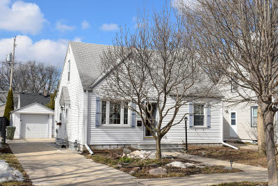 Milwaukee Single Family Home For Sale: 3325 N 78th St