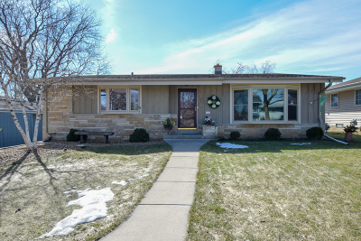 South Milwaukee Single Family Home Active Contingent With Offer: 1785 Juniper Cir
