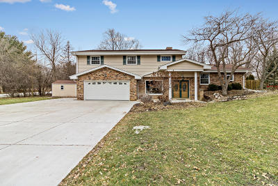 Nashotah Single Family Home Active Contingent With Offer: W330n5495 Linden Cir E