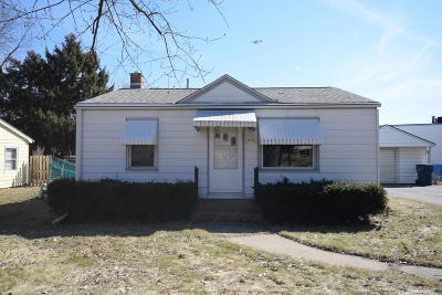 Milwaukee Single Family Home For Sale: 3974 S 68th St
