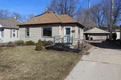 West Allis Single Family Home For Sale: 10410 W Bungalow Pkwy