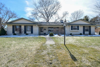 Milwaukee County Single Family Home For Sale: 2321 W Kenboern Dr