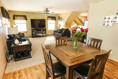 West Bend Single Family Home For Sale: 739 Creekwood Ln