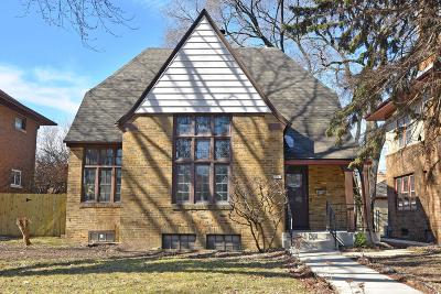 Milwaukee Single Family Home For Sale: 2765 N Grant Blvd