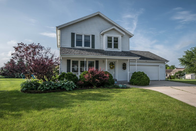 Mukwonago Single Family Home For Sale: 116 Plank Ct