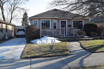 Racine Single Family Home Active Contingent With Offer: 2521 Gilson St