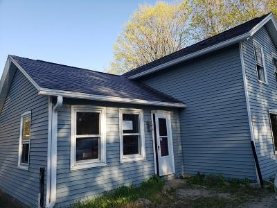 Single Family Home For Sale: W220n8778 Town Line Rd