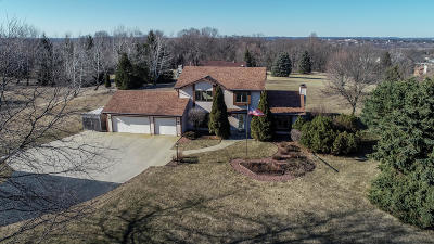 Richfield, Hubertus Single Family Home Active Contingent With Offer: 4058 Vista Moraine Dr