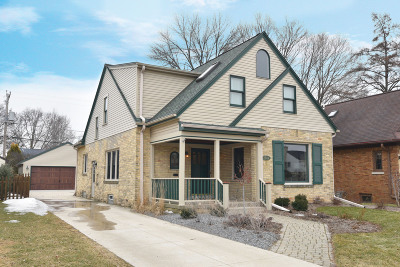 Milwaukee County Single Family Home For Sale: 2544 N 89th St