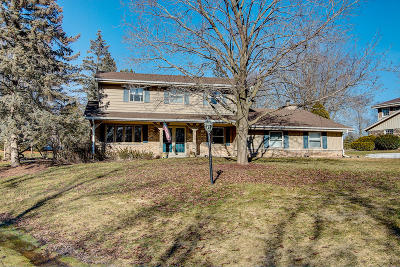 Mequon Single Family Home For Sale: 3414 W Woodsview Ct