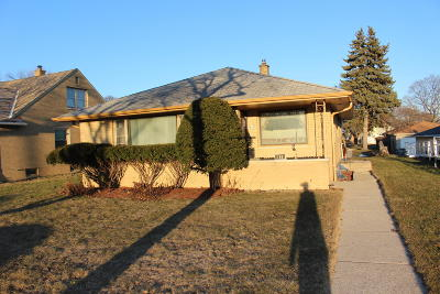 Milwaukee Single Family Home For Sale: 4630 N 78th St