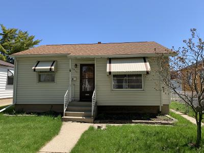 Milwaukee Single Family Home For Sale: 3832 S 19th St