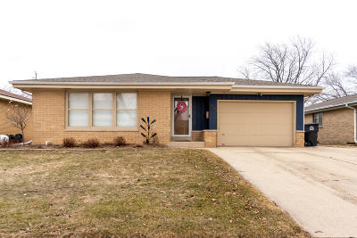 Milwaukee County Single Family Home For Sale: 5568 S Swift Ave