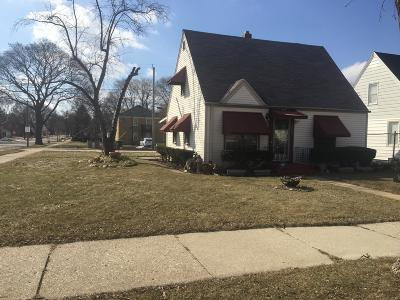 Milwaukee Single Family Home Active Contingent With Offer: 3705 N 36th St