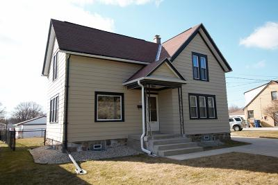 Milwaukee Single Family Home For Sale: 3809 S 92nd St