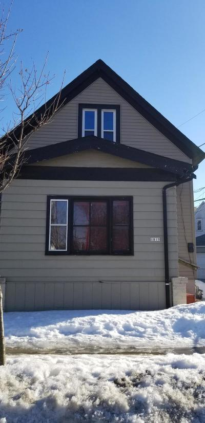 Milwaukee Single Family Home For Sale: 1819 W Burnham St