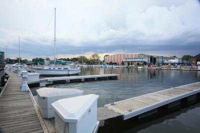Racine Condo/Townhouse For Sale: 32 Gaslight Pointe Marina