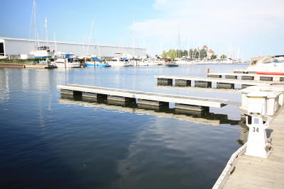 Racine Condo/Townhouse For Sale: 35 Gaslight Pointe Marina