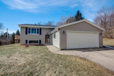 Mukwonago Single Family Home Active Contingent With Offer: W279s8765 Lookout Cir