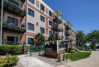 Shorewood Condo/Townhouse For Sale: 3710 N Oakland Ave #302