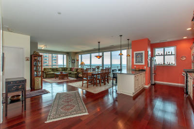 Milwaukee Condo/Townhouse Active Contingent With Offer: 1522 N Prospect Ave #705
