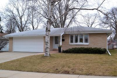 Milwaukee Single Family Home For Sale: 3659 S 95th St