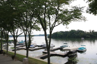 Racine County Condo/Townhouse For Sale: 3405 S Browns Lake Dr #15