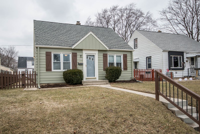 Milwaukee Single Family Home Active Contingent With Offer: 3989 S Pine Ave