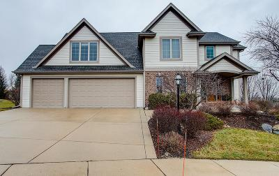 Waukesha Single Family Home For Sale: 2504 Trillium Hill Ct