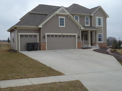 Mukwonago Single Family Home For Sale: 1426 Applewood Cir