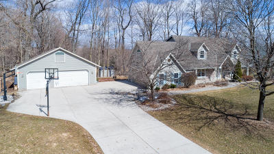 Richfield, Hubertus Single Family Home Active Contingent With Offer: 4068 Spruce Dr