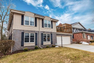 Milwaukee Condo/Townhouse Active Contingent With Offer: 3047 E Newport Ct