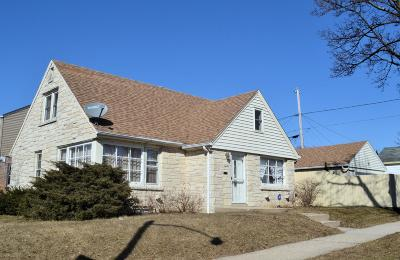 Milwaukee Single Family Home For Sale: 5924 W Wright St