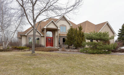 West Bend Single Family Home Active Contingent With Offer: 4818 Wood Duck Way