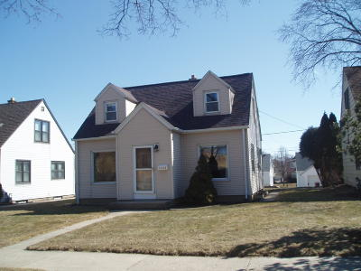 Milwaukee Single Family Home For Sale: 3248 S Chase Ave