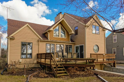 Oconomowoc Single Family Home Active Contingent With Offer: 37726 Valley Rd