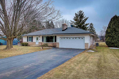Greenfield WI Single Family Home For Sale: $224,900
