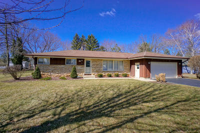 Single Family Home For Sale: W378n5789 Farmwood Heights