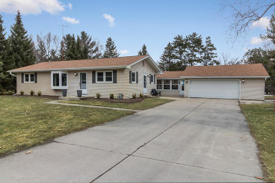 Single Family Home For Sale: W378n5818 Farmwood Hts